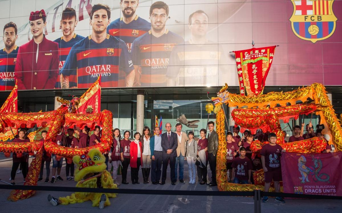 Chinese penya based in Barcelona presented at Camp Nou