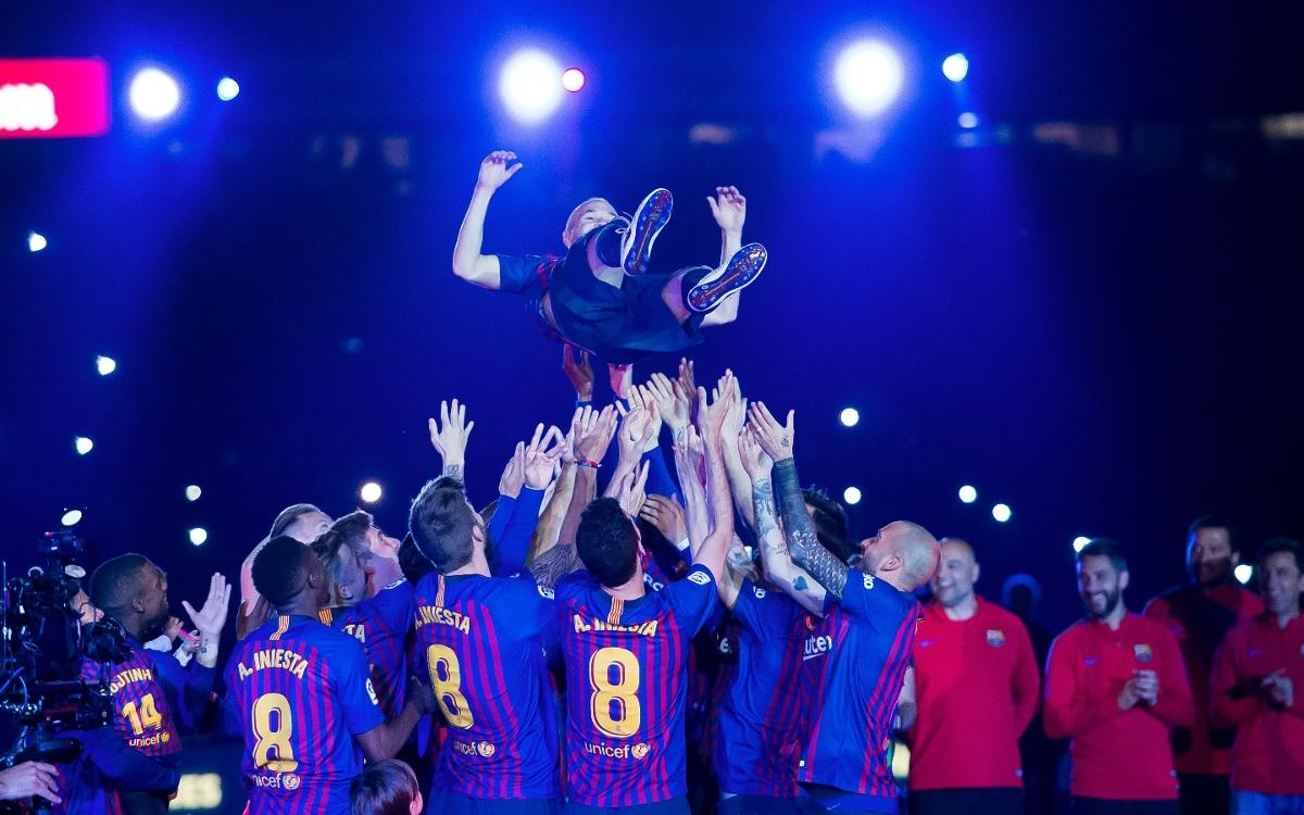Andrés Iniesta, the focus of attention in the Camp Nou celebrations