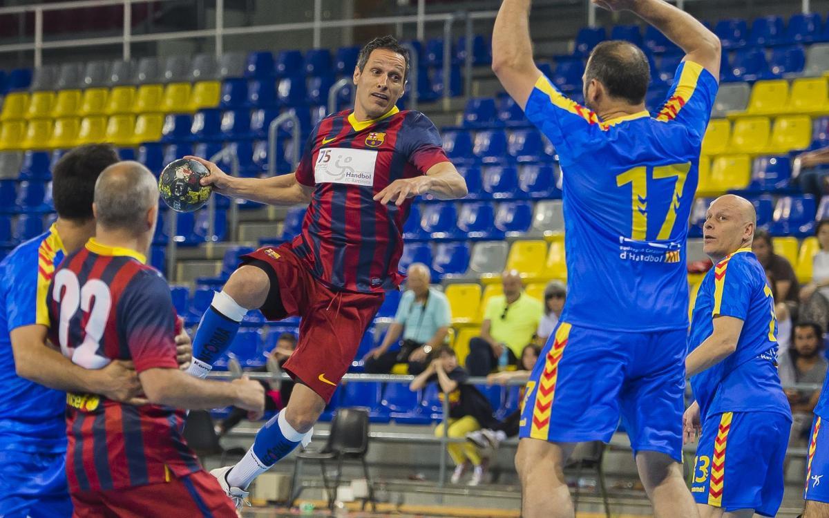 Victòria de l'Associació Veterans d'Handbol del FC Barcelona contra la selecció catalana (30-26)
