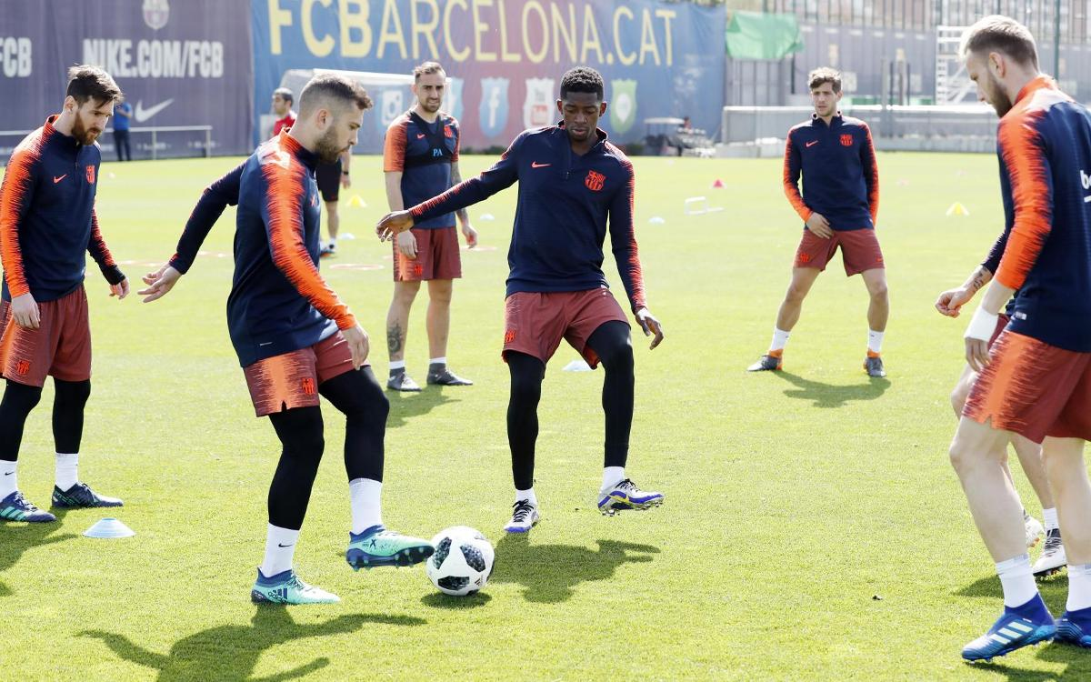 Squad train for Copa del Rey game against Sevilla