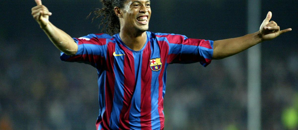 Ronaldinho celebrating a goal for Barça