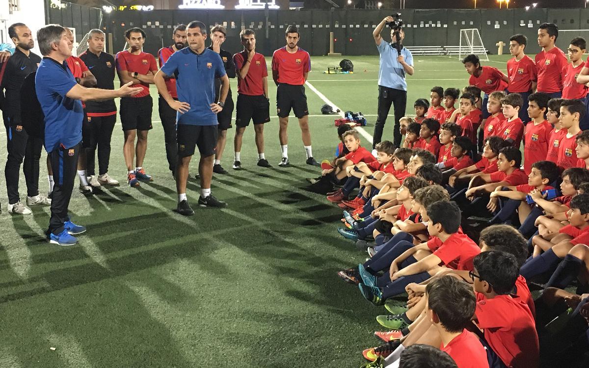 El Infantil B visita la FCBEscola Dubai