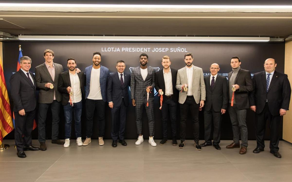 Los jugadores del Barça Lassa de balonmano medallistas del Europeo, protagonistas en el Palco President Suñol