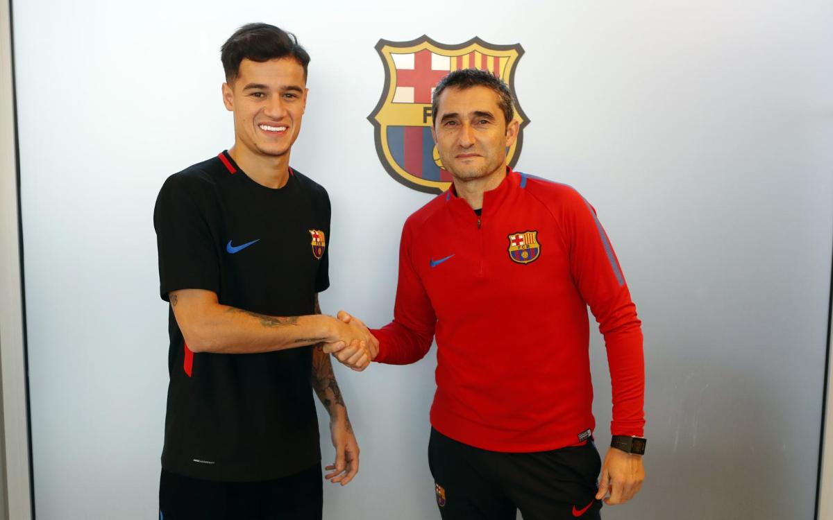 Philippe Coutinho meets his new team-mates