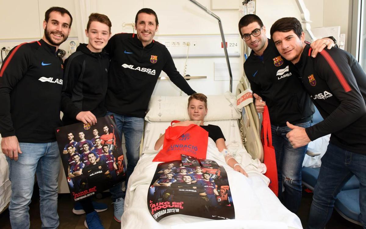El Barça Lassa visita els nens i nenes de l'Hospital Sant Pau de Barcelona
