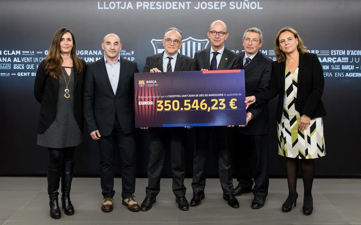 El FC Barcelona fa un donatiu de més de 350.000 al Cancer Pediatric Center per la recaptació del partit dels Legends