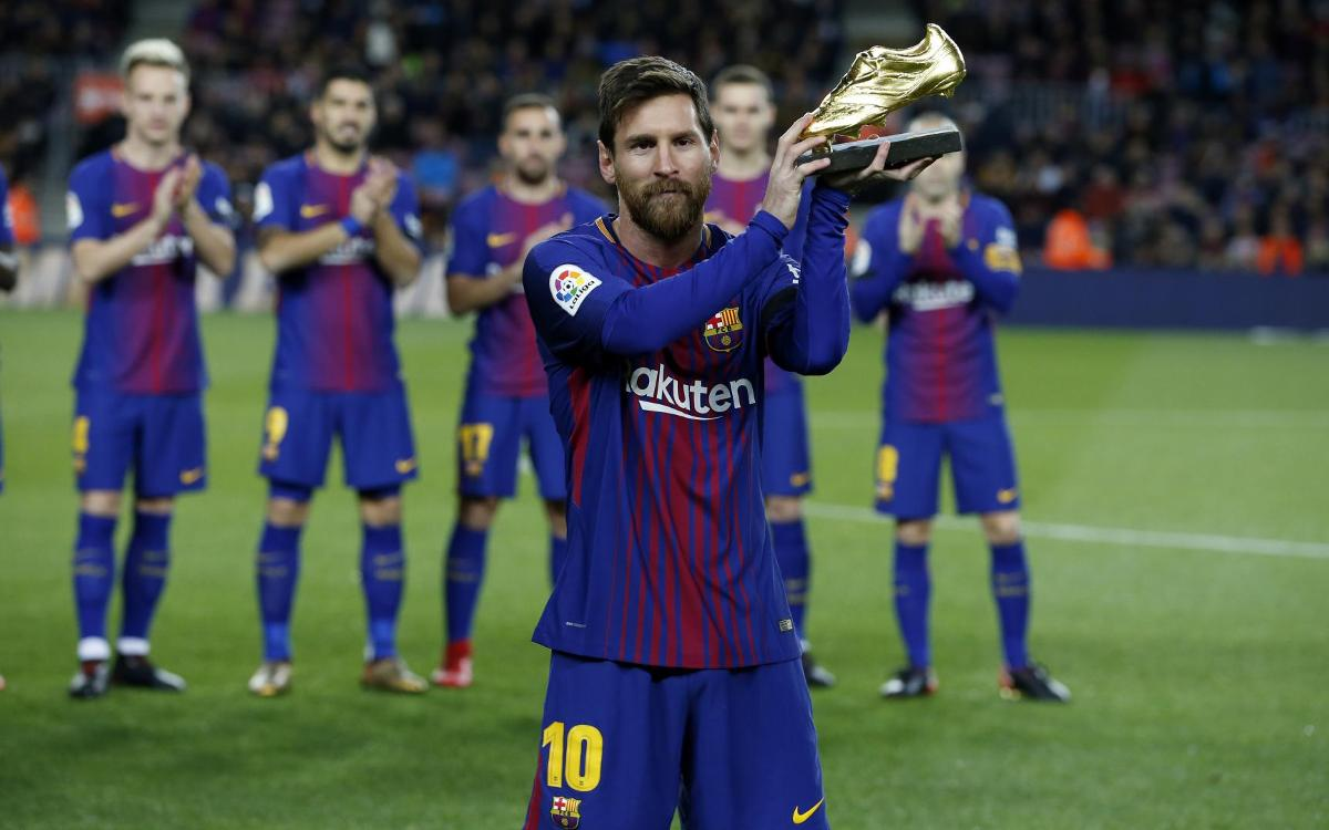 Leo Messi presents fourth Golden Shoe to Camp Nou