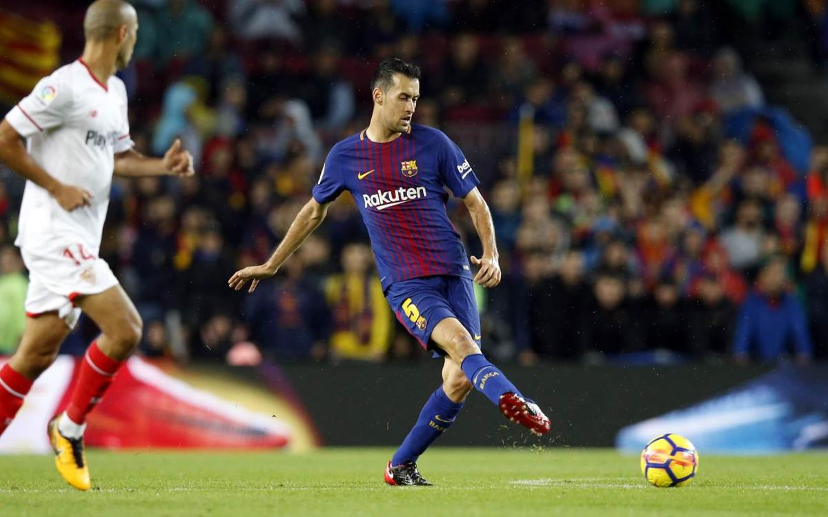 Sergio Busquets talks Barça while on duty with Spain