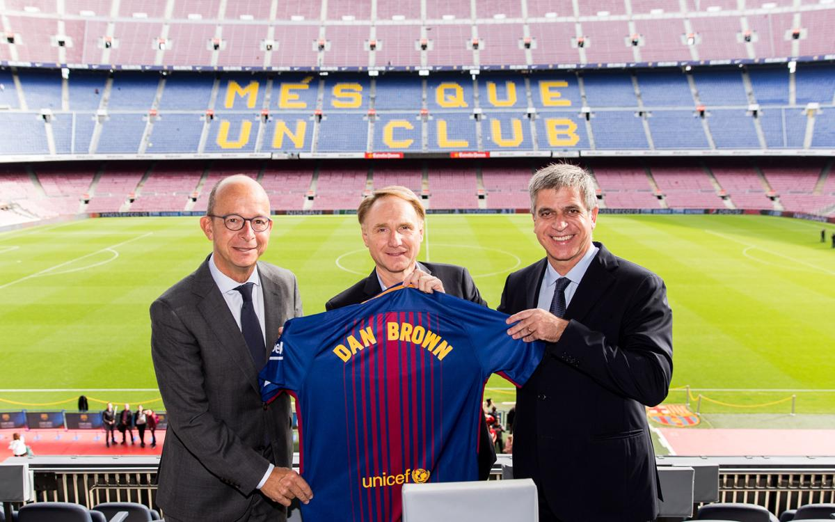 Da Vinci Code author Dan Brown visits Camp Nou