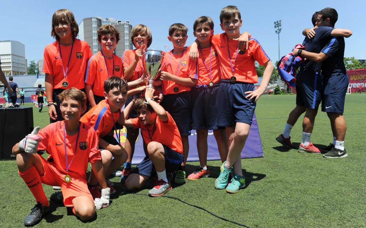L'FCBEscola Barcelona acaba la temporada europea amb un gran ambient