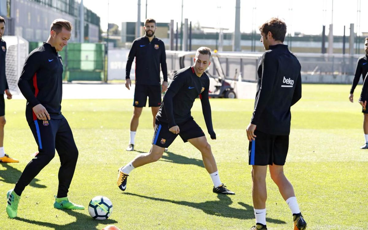 Digne, Aleix Vidal and Vermaelen, in match day squad