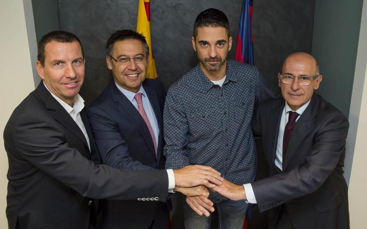 Juan Carlos Navarro signa la seva continuïtat amb el Barça Lassa