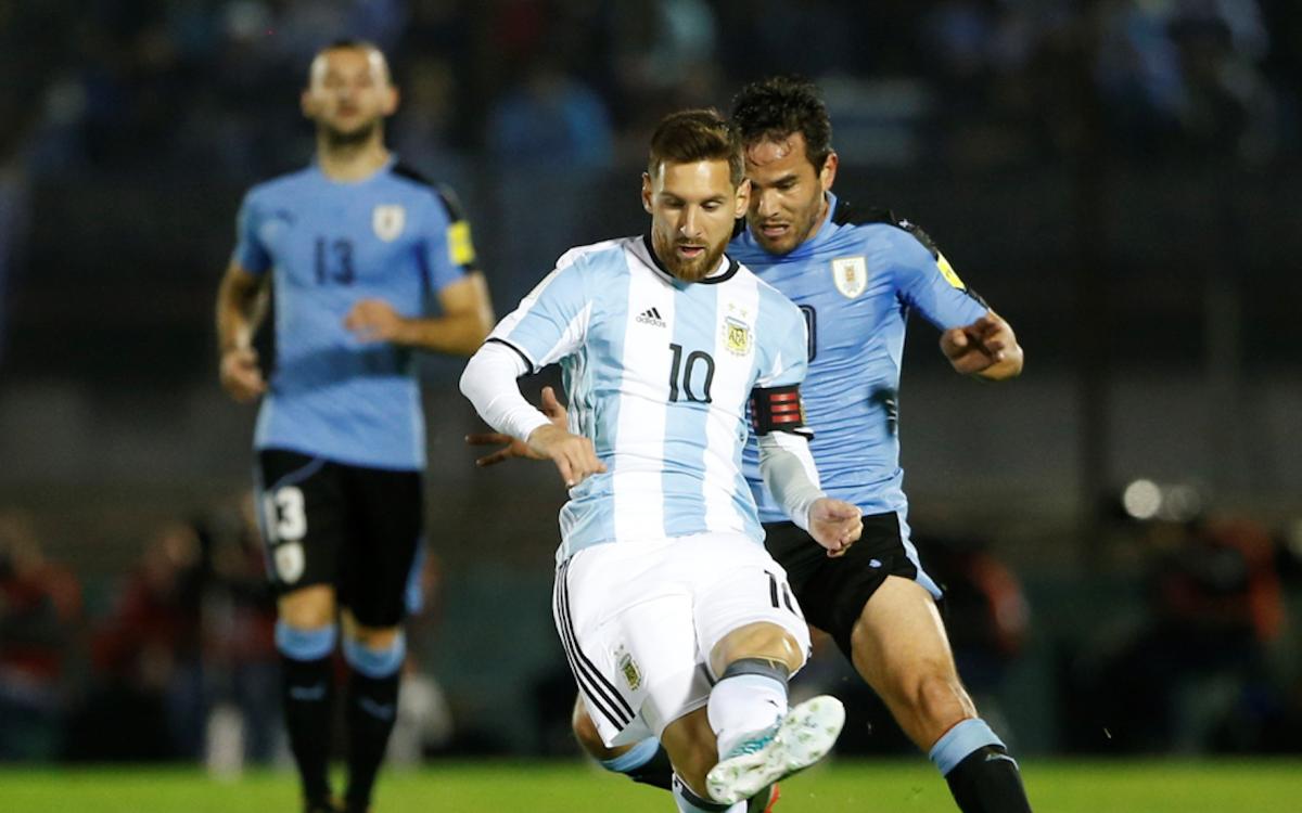 メッシのアルゼンチンとスアレスのウルグアイ、モンテビデオでスコアレスドロー