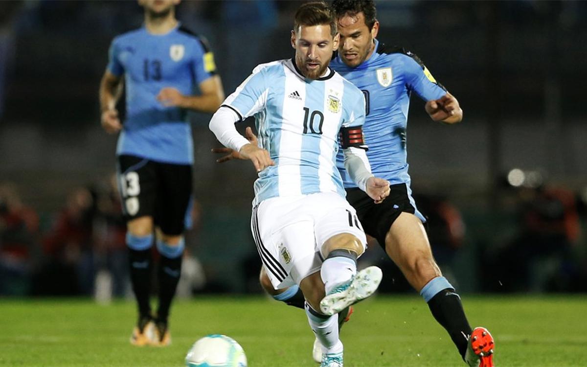 Messi y Suárez empatan sin goles en Montevideo