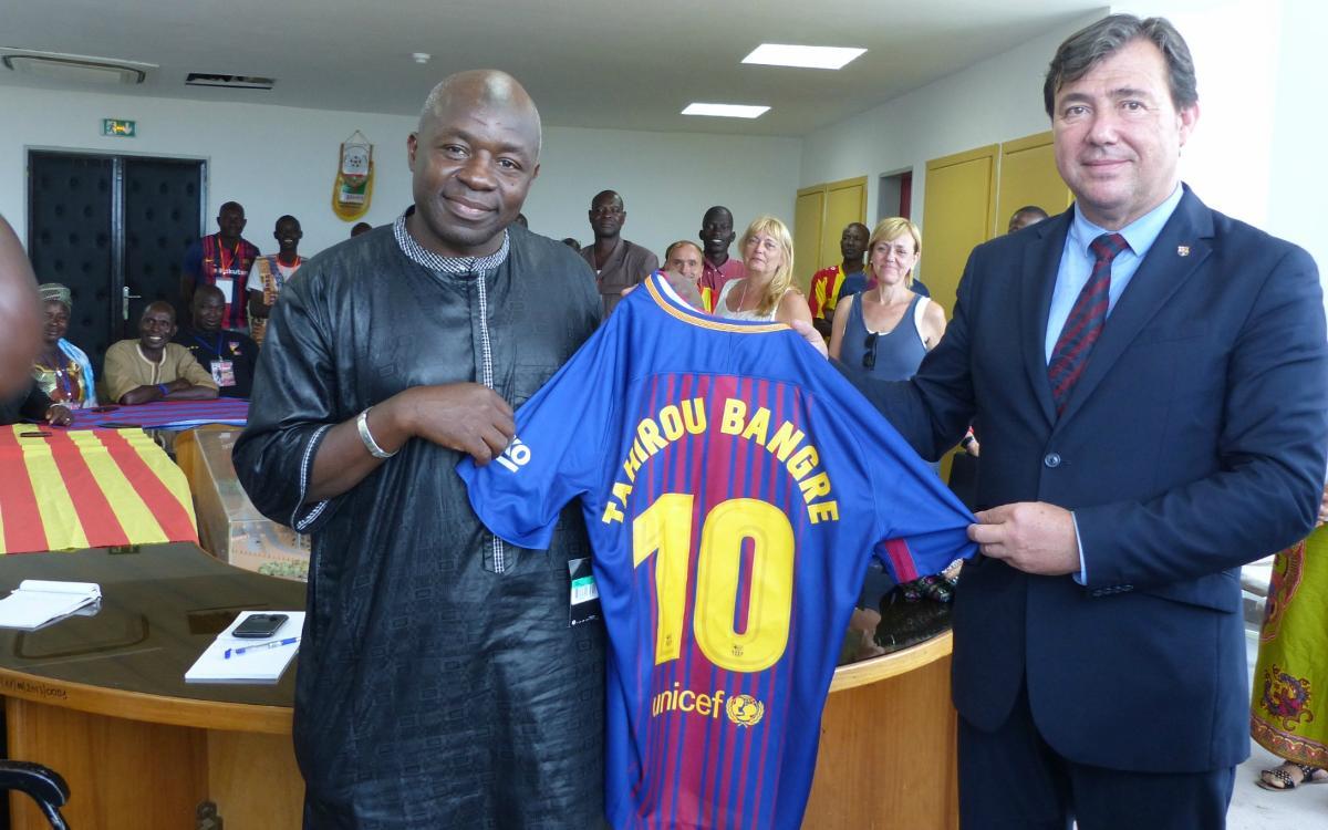 La Federació de Penyes del Barcelonès Est porta el Barça a Burkina Faso