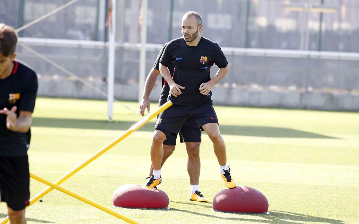 Andrés Iniesta rep l'alta mèdica