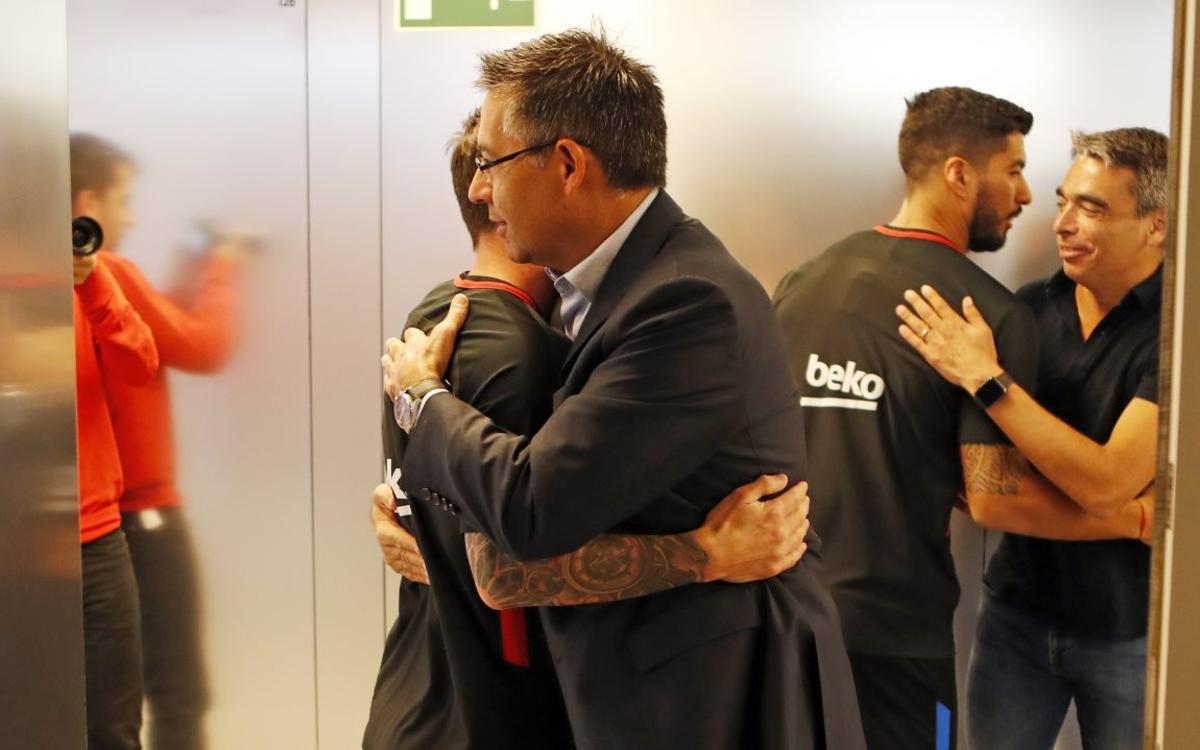Josep Maria Bartomeu and Pep Segura pay squad a visit