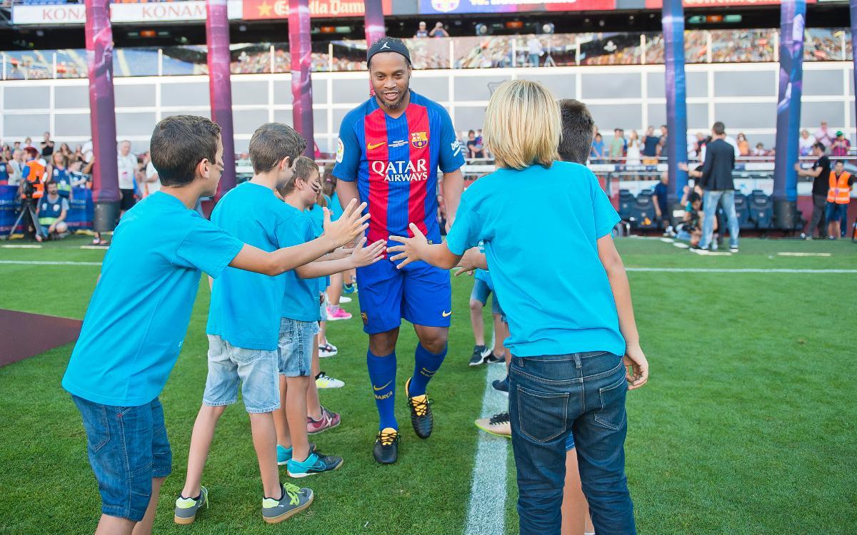 Els socis més joves van estar representats al partit del Barça Legends