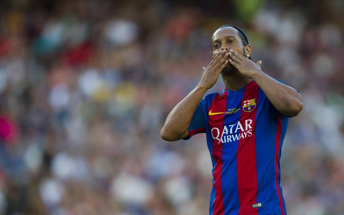 VIDEO: Samba skills from Ronaldinho with the Barça Legends