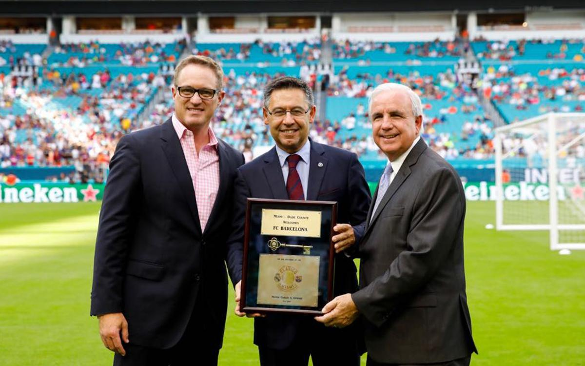 FC Barcelona President Josep Maria Bartomeu is presented with the key to the city of Miami