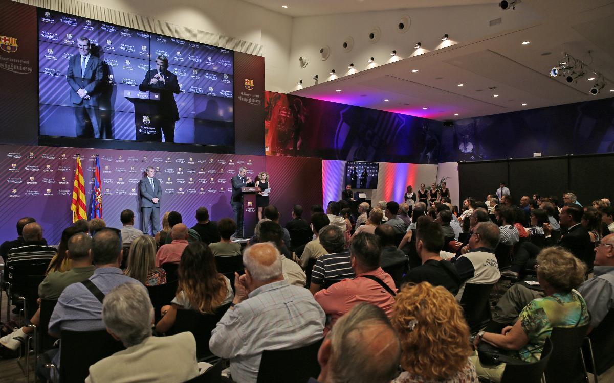 Insígnies de plata per 25 anys de vinculació al Barça