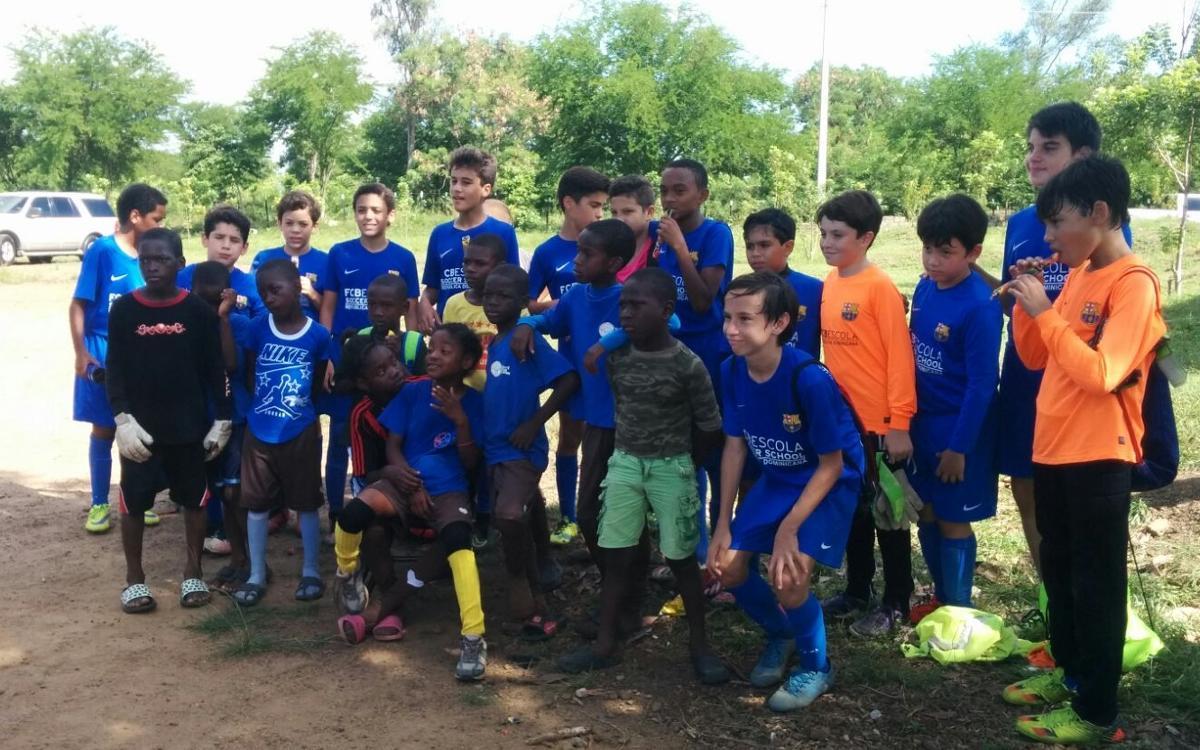 FCB Escola Santo Domingo visits the Fundación Café con Leche