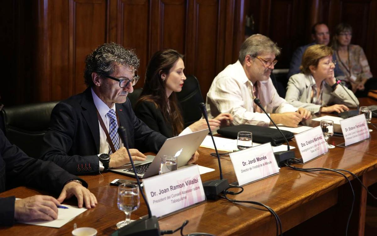 El Dr. Jordi Monés explica al Parlamento la iniciativa del FC Barcelona en la lucha contra el tabaco