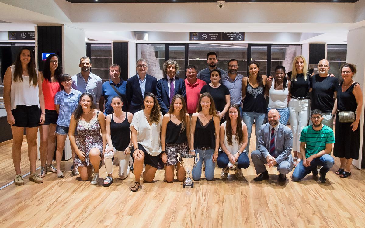 Reconeixement del Club al Barça CBS pel seu ascens a la Lliga Femenina 2