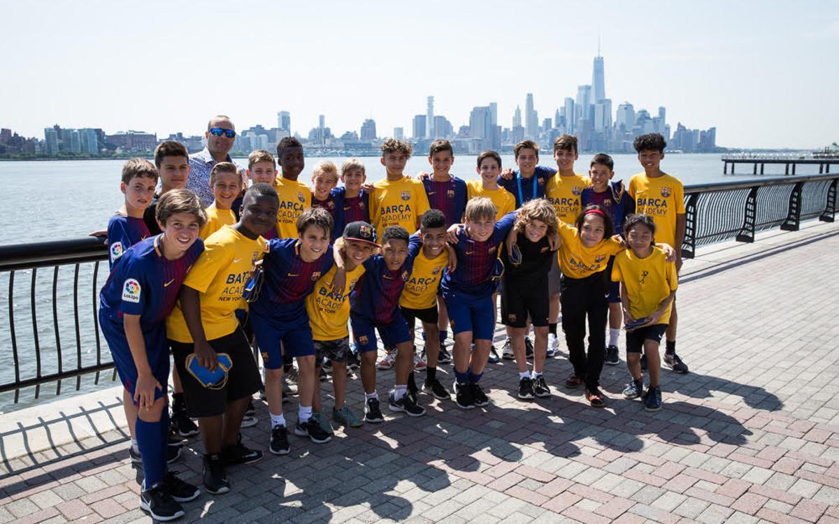 Màxim suport de la Barça Academy Pro NY a l'Aleví A del FC Barcelona