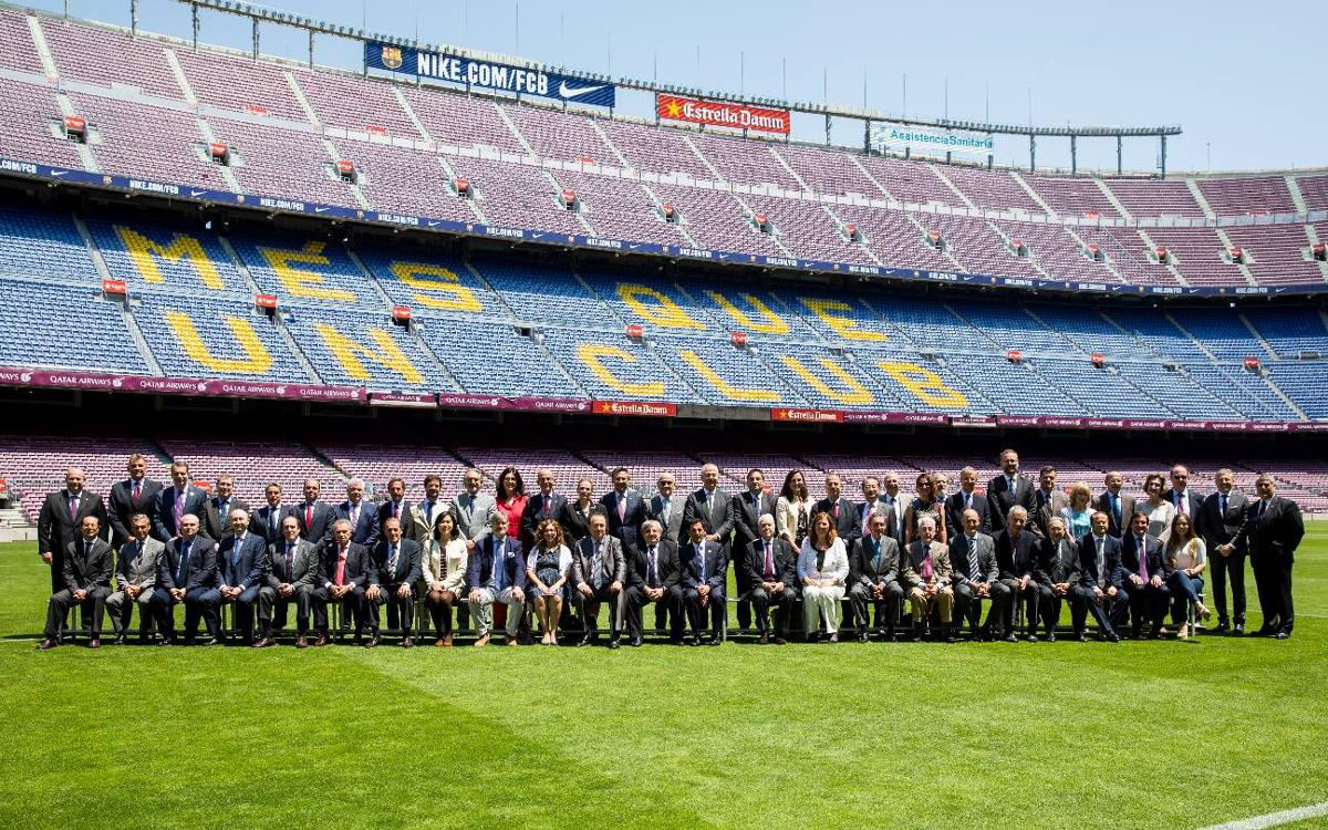 Barça welcomes the city's consuls to the Camp Nou