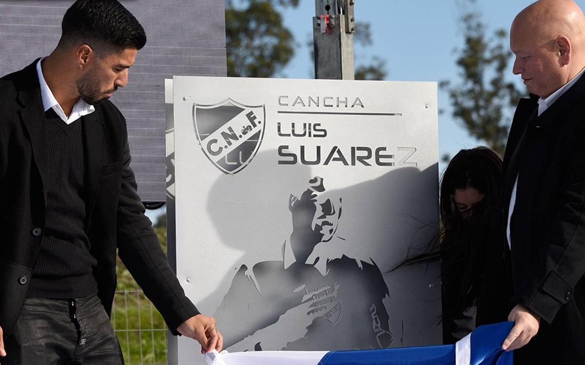 Luis Suárez celebrated by Club Nacional, the team he started out at