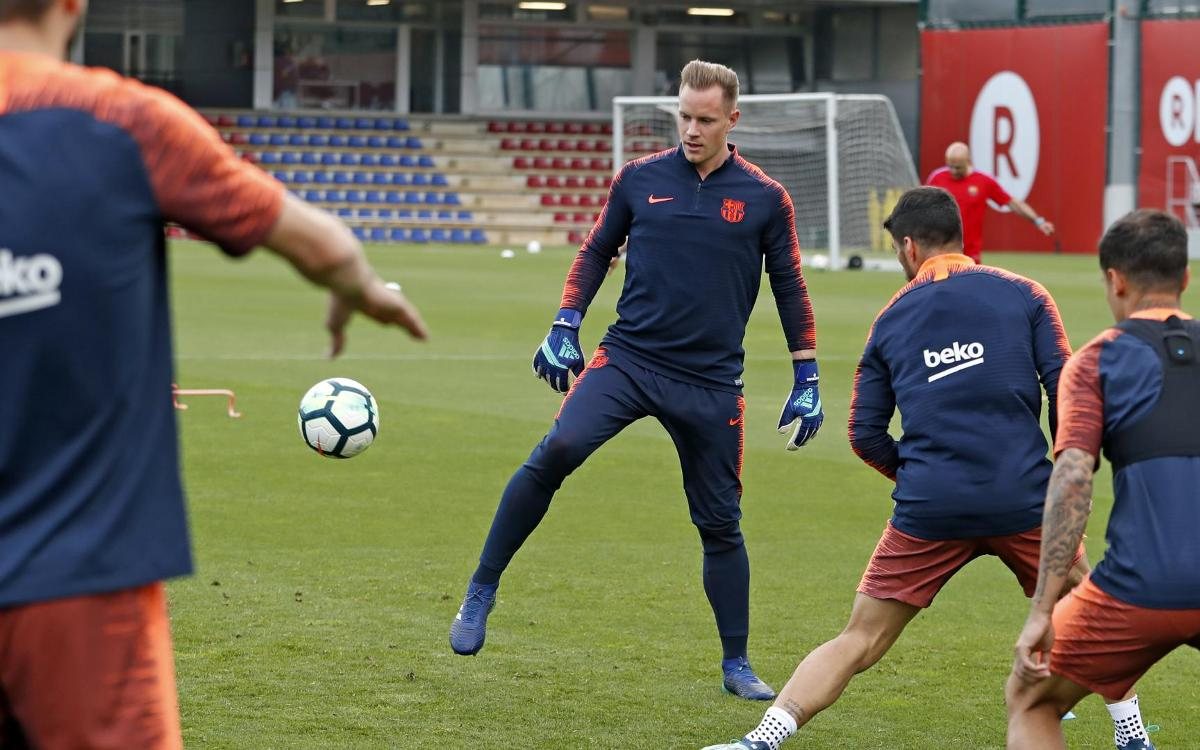 Ter Stegen demonstrates his ability with his feet