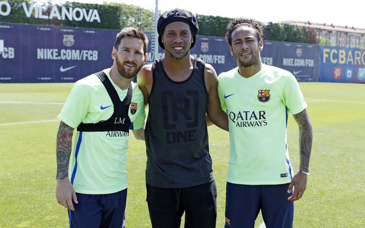 Ronaldinho makes a surprise visit, wishes team luck in Copa del Rey final
