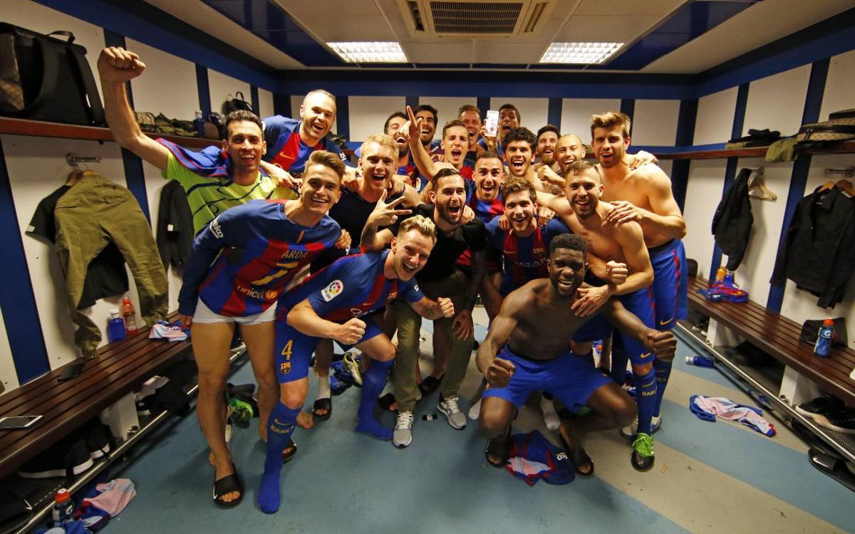 ベルナベウのロッカールームで勝利を喜ぶ選手たち