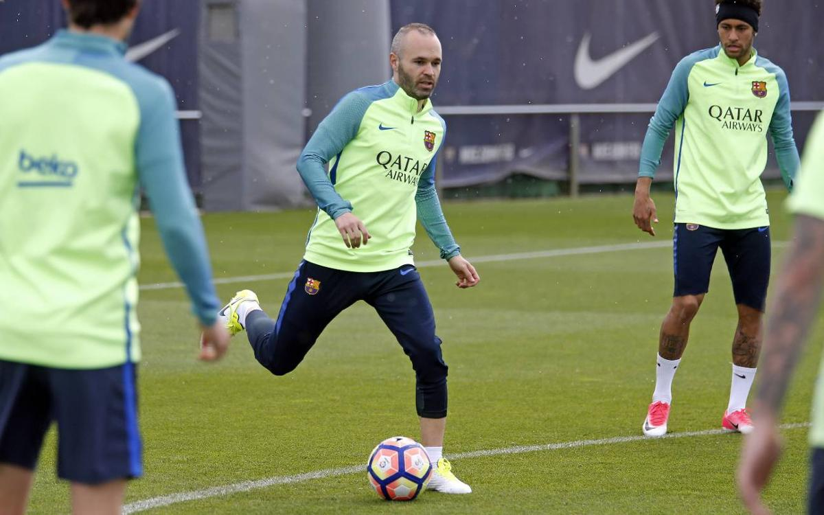 Iniesta is back in the squad to face Villarreal