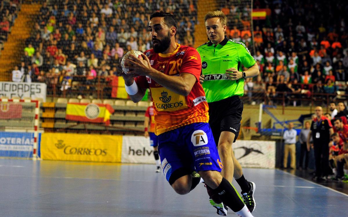 La selecció espanyola, amb Viran Morros i Valero Rivera, classificada