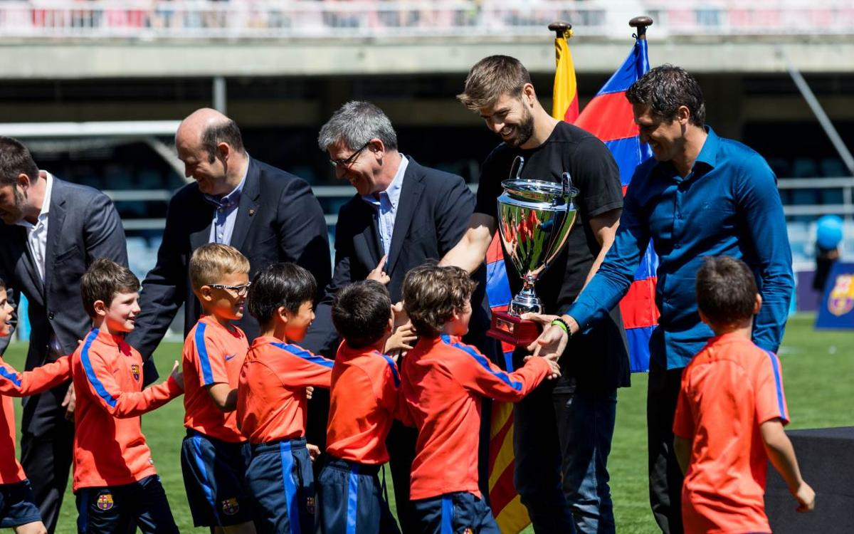 Gerard Piqué presents trophies for FCBEscola International Tournament