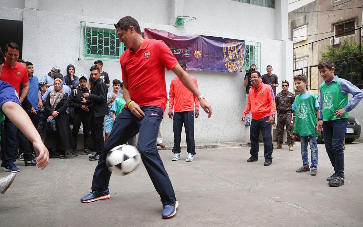 Los Legends visitan escuelas de Beirut que aplican el programa FutbolNet de la Fundación