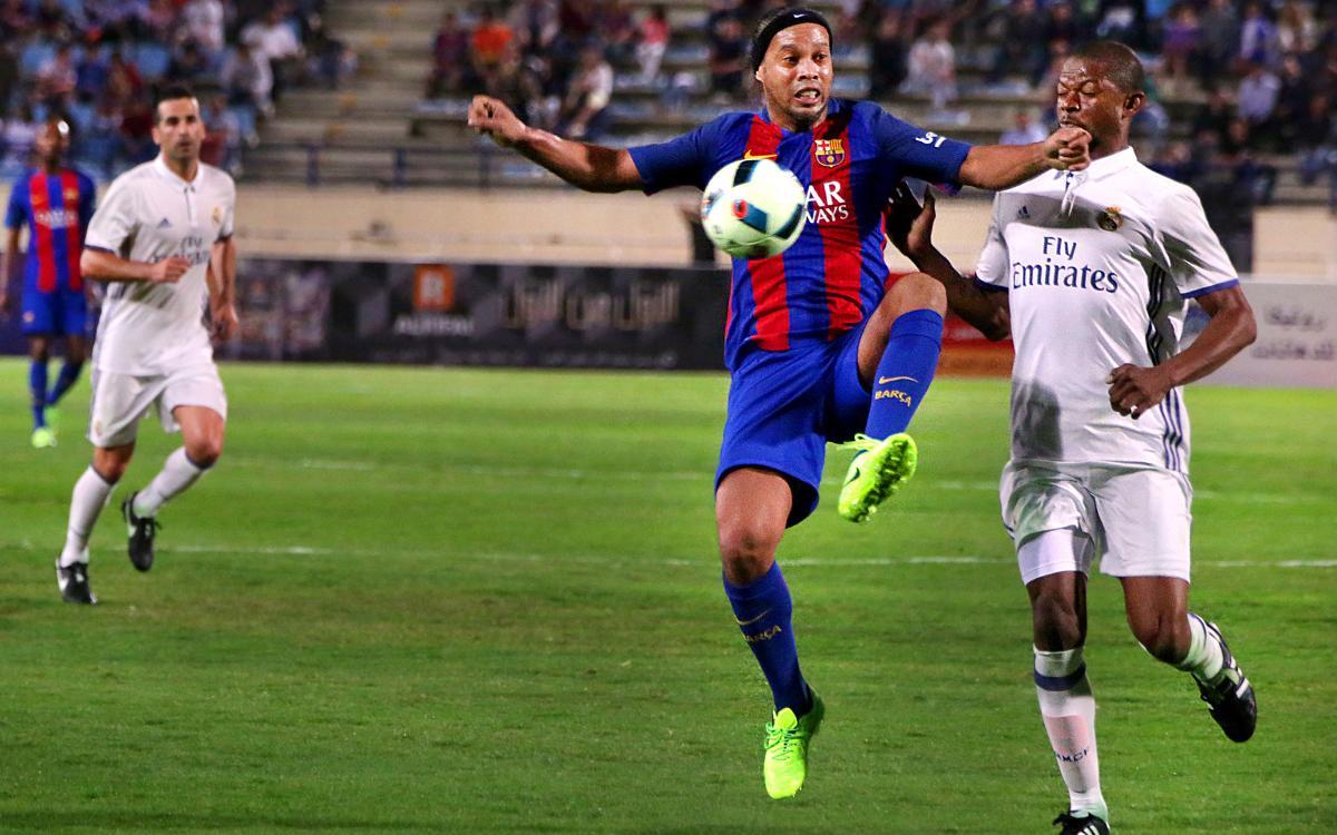 Ronaldinho's masterclass in the Legends' El Clásico match
