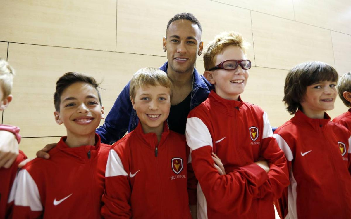 Neymar Jr visits FCBEscola Charlotte youngsters