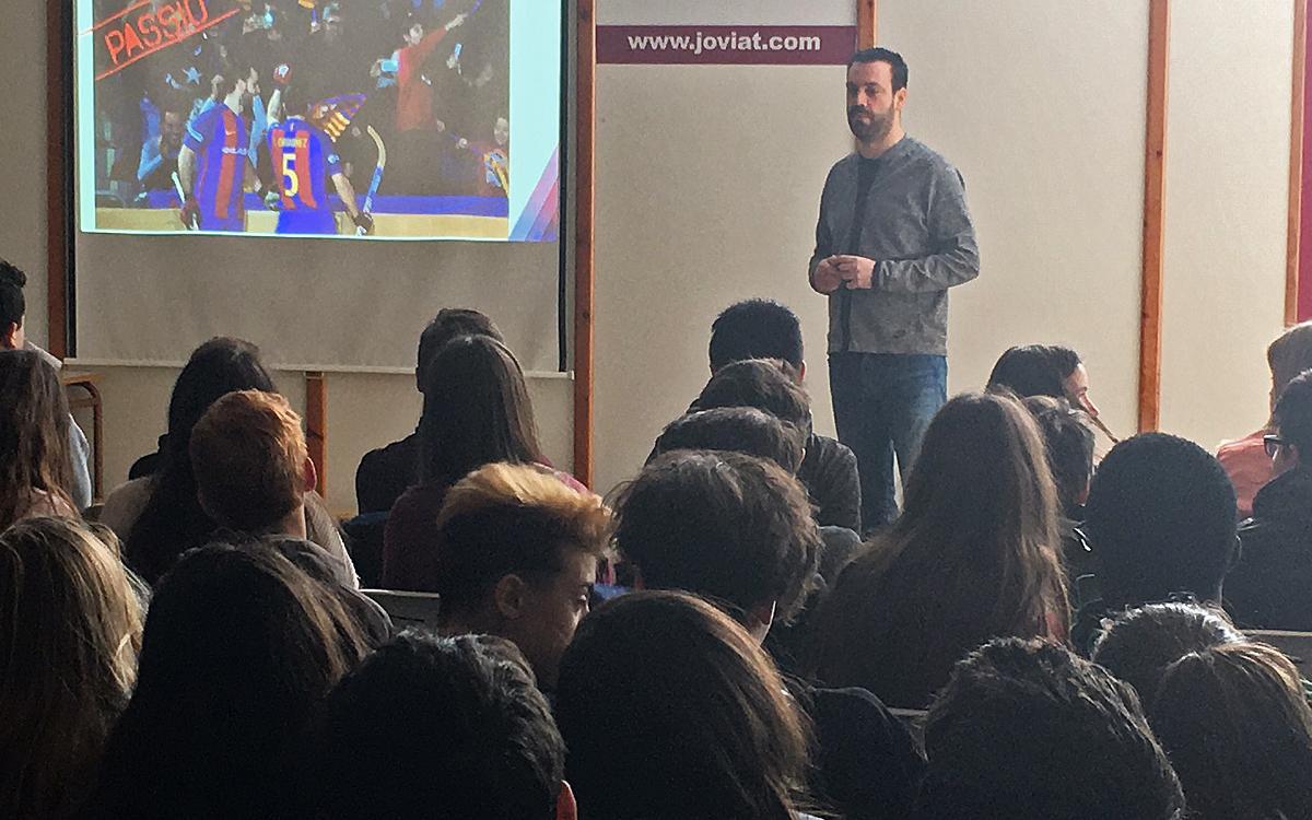 Ricard Muñoz presenta los valores del Barça Lassa en la escuela Joviat de Manresa