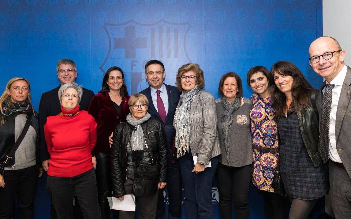 El palco del Miniestadi reúne una amplia representación institucional y barcelonista por el partido del Barça Femenino