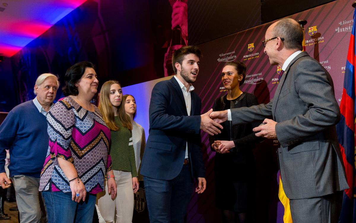 Insignias de plata para celebrar 25 años de vinculación al Barça