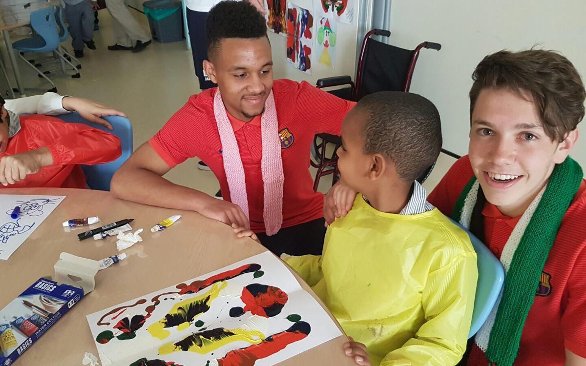 El Cadete A visita un Hospital de niños discapacitados en Abu Dhabi