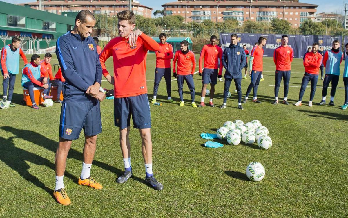 Barça B's Gerard Gumbau learns from the free kick master Rivaldo