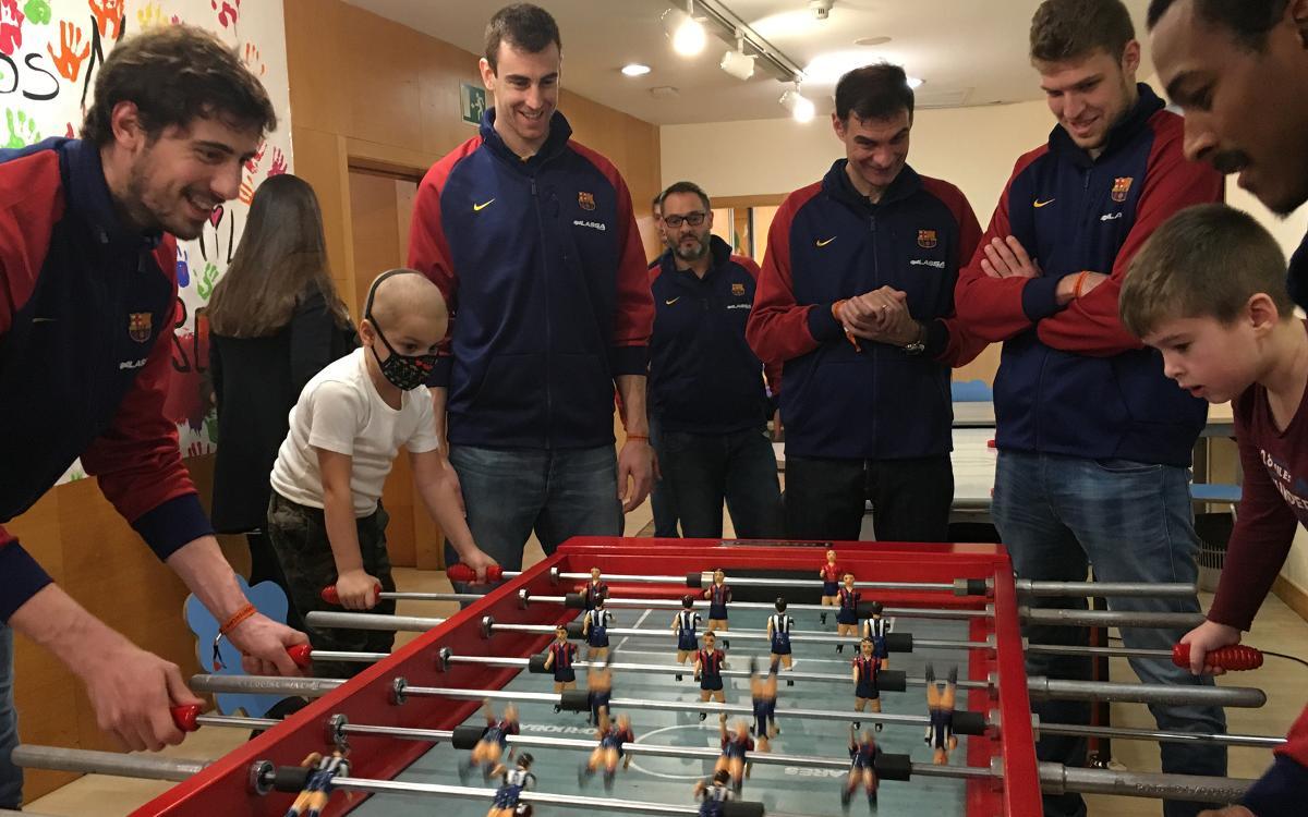 El Barça Lassa reparteix il·lusió a diferents centres hospitalaris