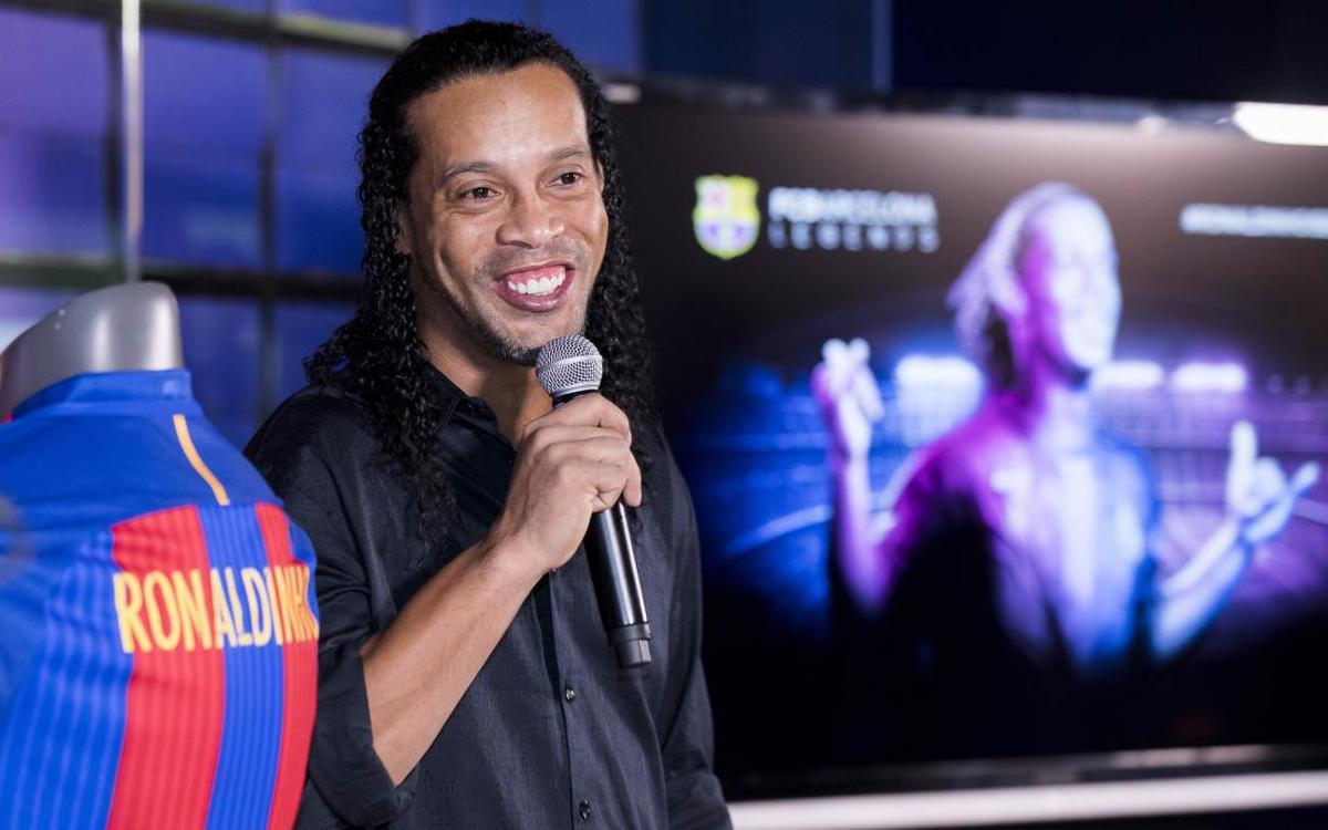 """Ronaldinho: """"Em sento orgullós de portar el nom del Barça més amunt i més lluny"""""""