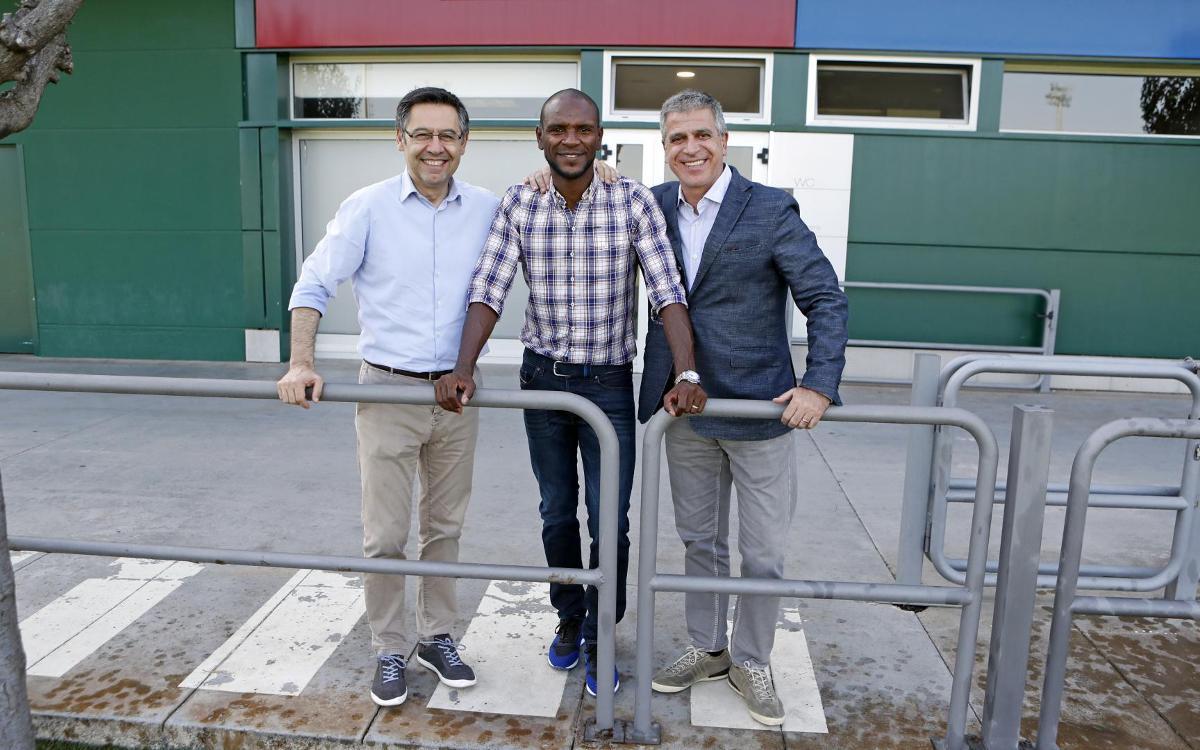 Bartomeu, Mestre y Abidal visitan el entrenamiento