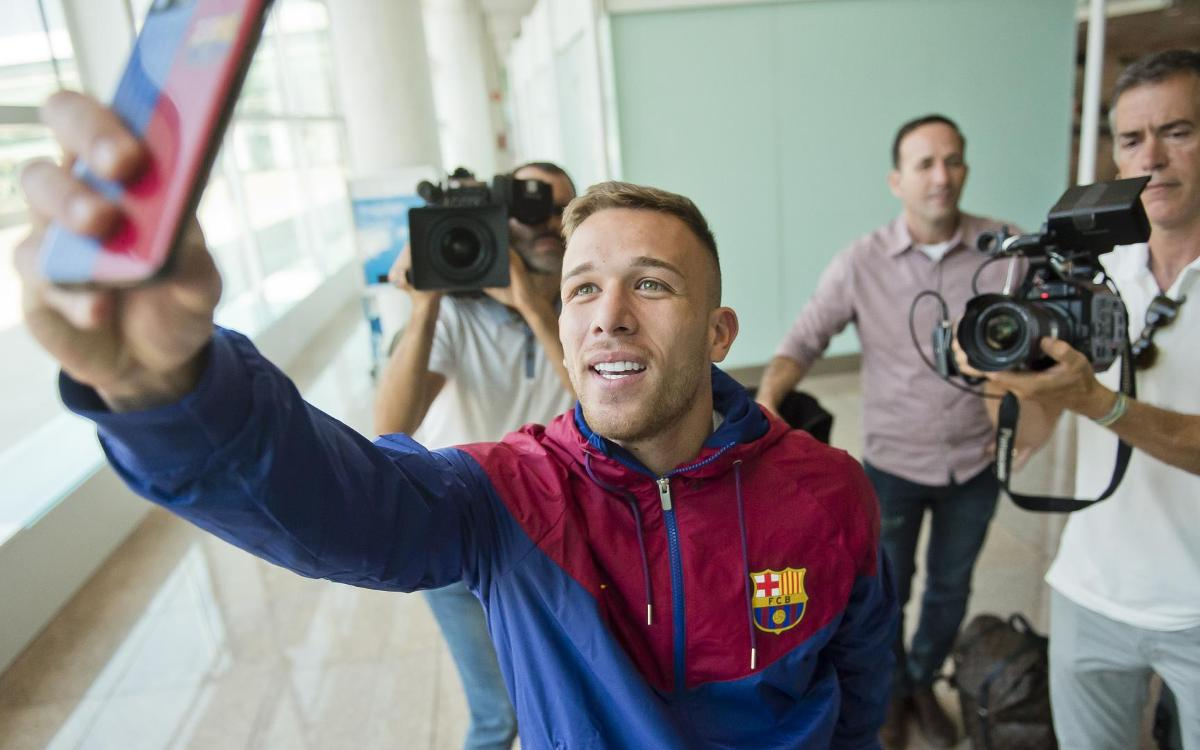 BEHIND THE SCENES: Arthur's arrival in Barcelona