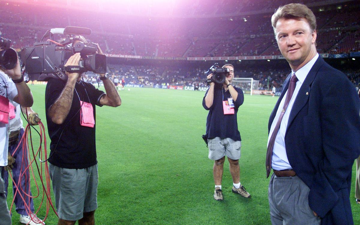 バルサの元監督、ルイス・フアン・ハール休養を表明